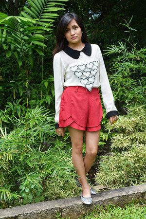 red shorts - white blouse - silver tory burch flats