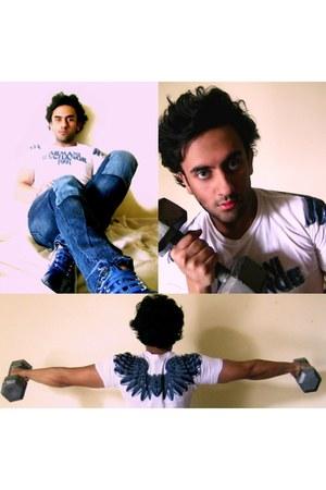 blue Levis jeans - white tee Armani Exchange t-shirt
