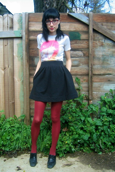 thrifted t-shirt - black thrifted Rockport shoes - black Urban Outfitters skirt