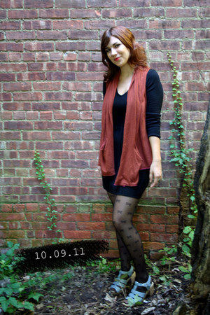 black H&M dress - brick red moth vest - sky blue Vintage Liz Cole sandals