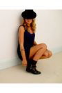 Black-hat-blue-vest-black-boots