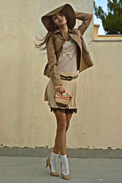 nude polka dot skirt - camel H&M hat - camel Stradivarius jacket