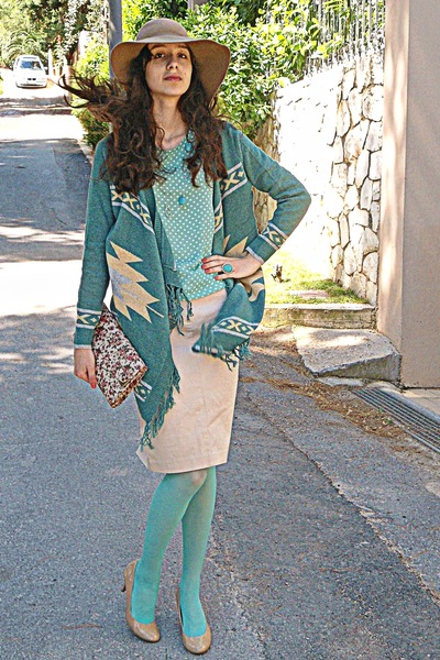 aquamarine polka dot romwe blouse - camel H&M hat - aquamarine tights