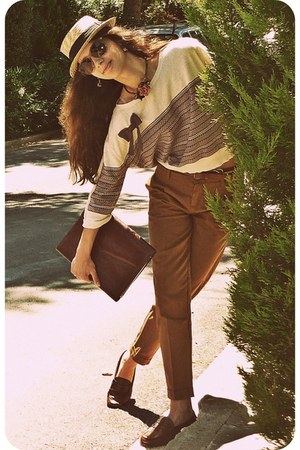 tawny pull&bear pants - eggshell pull&bear sweater - brown bag - tawny loafers