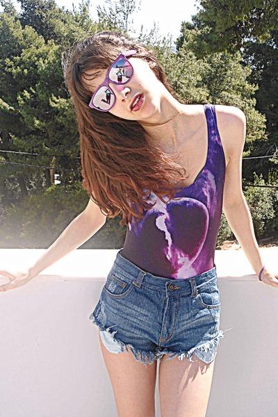 navy frayed denim romwe shorts - magenta mirror giant vintage sunglasses
