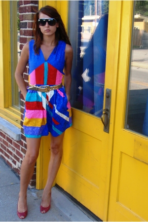 Street Vendor glasses - dress - belt - vince v camuto shoes