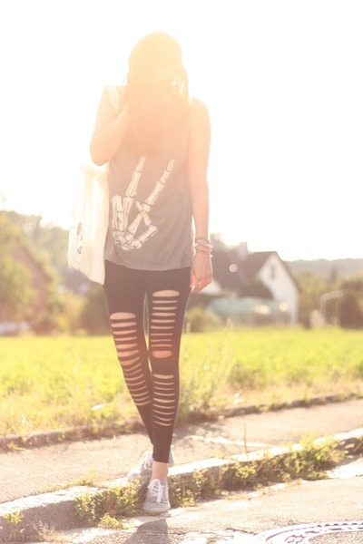 broken hole OASAP leggings - skull printed DIY bag - peace printed H&M top
