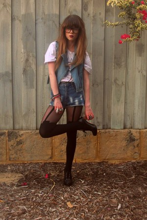 Henry Holland tights - thrifted shorts - Princess Highway vest