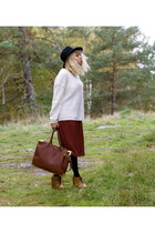 tawny GINA TRICOT bag - black Stradivarius hat - ivory Cubus sweater