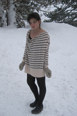 black tights - beige sweater