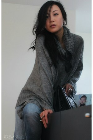 heather gray knit poncho H&M cape - black 255 jumbo Chanel bag
