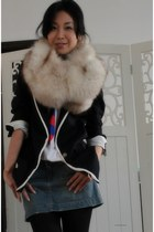 navy school boy Club Monaco blazer - beige fox fur vintage scarf