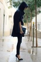 suede Zara heels - hoodie Mango coat - snakeskin saveen bag