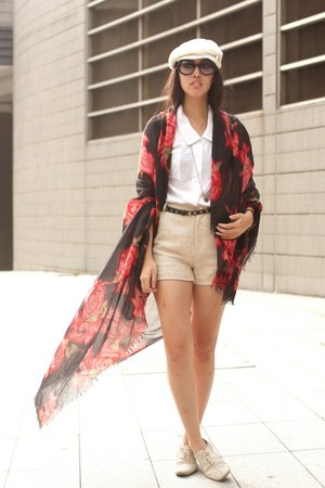 red Hong Kong scarf - eggshell jeanasis shorts