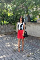 pleated Vila skirt - pause asos t-shirt - black Zara sandals