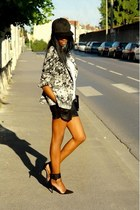 gray Zara blazer