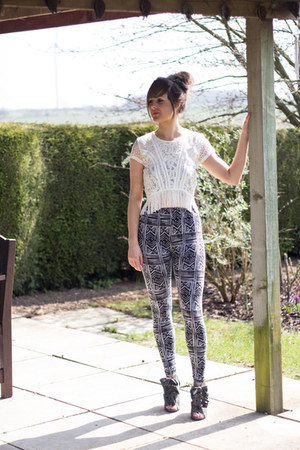 silver print Boohoo leggings - white tassel Topshop top