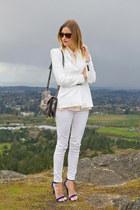 white Zara jeans - white Zara blazer - silver botkier bag - blue Guess heels