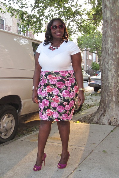 hot pink floral Forever21 skirt - white Old Navy t-shirt
