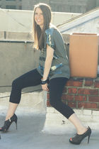 black Splendid leggings - black rachel roy shoes - green Forever 21 shirt - gold