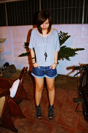 gray Pink Manila top - Forever 21 shorts - Accessorize necklace - ByMargaret acc