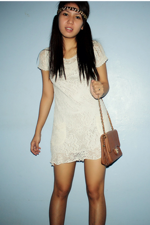 beige dress - brown purse - gold accessories - black shoes