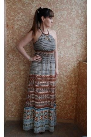 dark brown maxi dress dress - sky blue dress - tawny Jessica Simpson heels