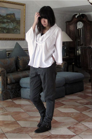 white top - green H&M pants - black shoes