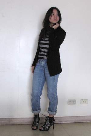 black tonic boots - blue denim cuffed Levis jeans - black Giordano Ladies blazer