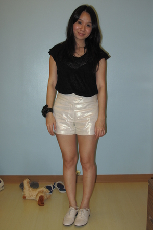 t-shirt - Pradi shorts - Giordano Ladies shoes - bracelet