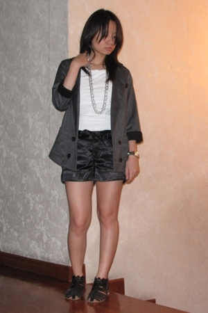 Topshop blazer - t-shirt - giordano shorts - shoes - necklace