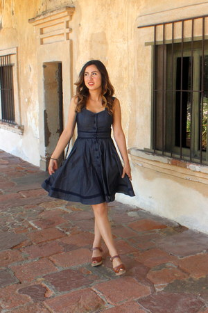 navy chambray eShakti dress - brown leather Lotta from Stockholm clogs