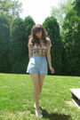 White-self-esteem-shirt-blue-old-navy-shorts-white-payless-shoes-beige-bel
