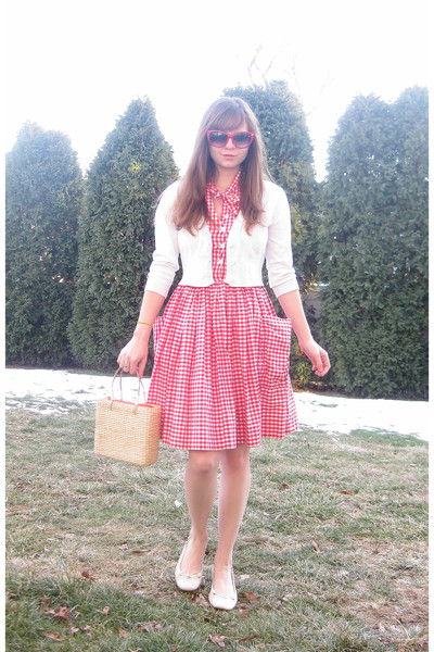 beige 100 paper hat - white slingback Payless shoes - red vintage gingham dress
