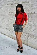 red united colors of benettonf Benetton shirt - gray Old Navy shorts - black Mis