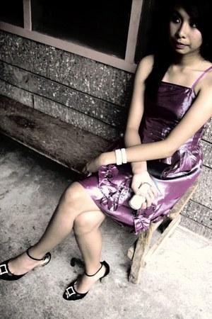 purple dress - black heels - bracelet
