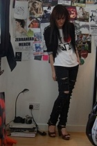 DIY ripped jeans - I heart NY t-shirt -  blazer -  shoes - h&m ribcage necklace
