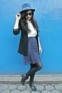 Black-thrifted-boots-navy-roxy-hat-black-forever-21-blazer