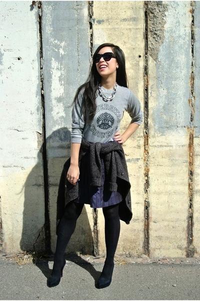 deep purple faux leather boutique skirt - gray sweater - black Zara heels