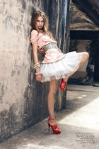 red shoes - white skirt - pink shirt - silver belt