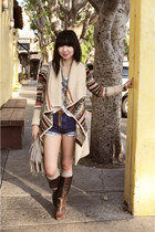 brown vintage boots - beige kensie sweater - blue vintage levis shorts