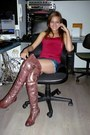 Light-brown-c-h-cabaleros-boots-ruby-red-mims-shirt-navy-jennyfer-shorts