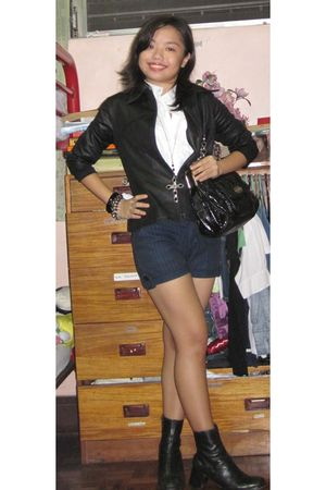 black Nine West shoes - blue Old Navy shorts - black Singapore Bazaar accessorie