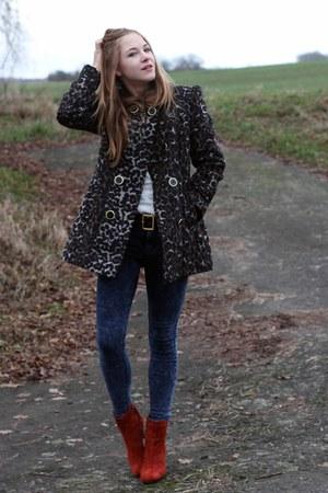 Primark coat - Deichmann boots - Primark jeans - Secondhand belt
