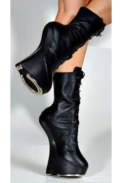 black-horse-shoe-horse-shoe-boots-black-horse-shoe-horse-shoe-boots-black-ho_400.jpg
