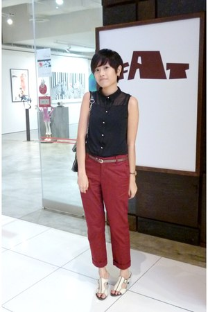 black H&M top - dark gray Charles & Keith bag - brick red British India pants