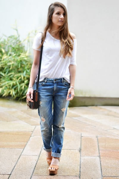 white Mango t-shirt - blue Zara jeans - dark brown Urban Outfitters bag