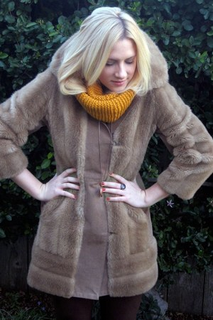 camel vintage faux-fur coat - gold Locket accessories - dark brown suede pants