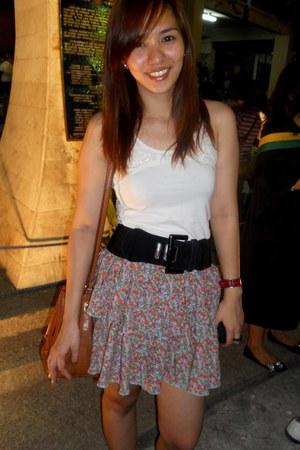 shoulder bag bag - flats flats - floral print skirt - sleeveless blouse - black