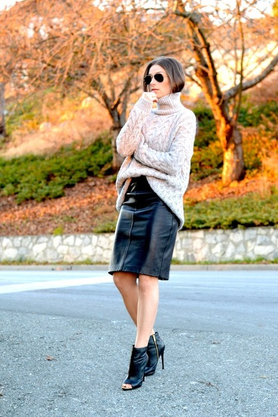 silver turtleneck Zara sweater - black Steve Madden boots